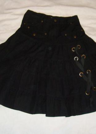 Черная юбка миди с декоративной шнуровкой ярусная