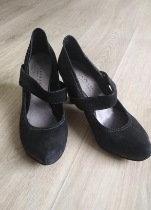 Черные туфли с ремешком carnaby 36р