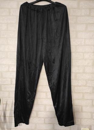 Свободные, стильные штаны чёрного цвета.  талия на резинке, высокая посадка
