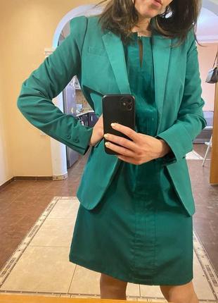 Костюм: пиджак+ платье изумрудного цвета