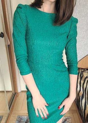 Зелёное изумрудное нарядное платье мини