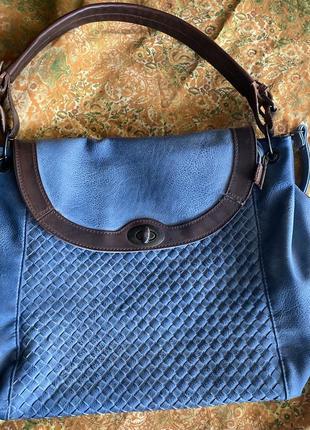 Вместительная сумка на длиной ручке