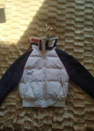 Стильная  укороченная куртка от fila