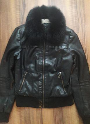 Куртка из кожзама с песцовым воротником