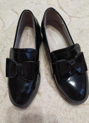 Очень симпатичные лаковые туфли