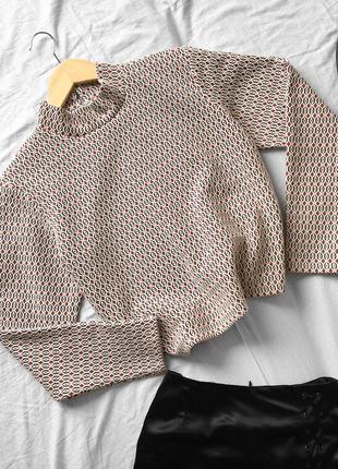 Актуальная белая блуза в объёмный геометричный рисунок  от primark