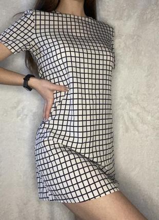 Легкое летнее платье в клеточку