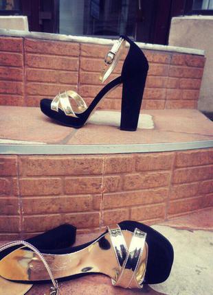 Босоножки/женские черные босоножки/высокий каблук/черные босоножки