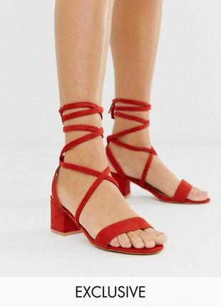 Красные босоножки на завязках низкий каблук