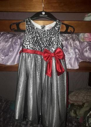 Плаття на дівчинку.