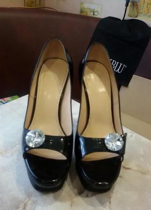 Красивые кожаные, итальянские, фирменные туфли