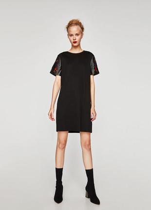 Платье с рукавом из искусственной кожи