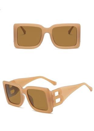 Тренд 2021 большие квадратные очки солнцезащитные светлые под ретро винтаж окуляри