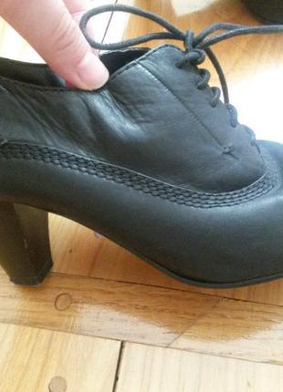 Елегантні шкіряні черевички