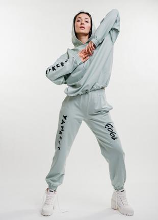 Спортивный костюм мятный с принтом yankees
