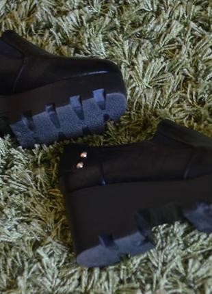 Стильные осенние ботинки на грубой подошве