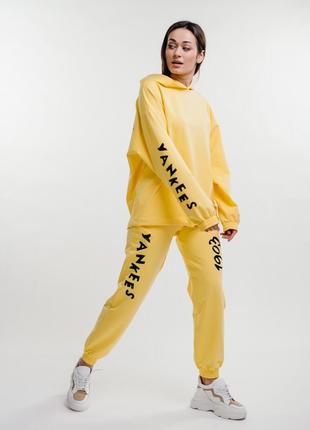Спортивный костюм желтый с принтом yankees