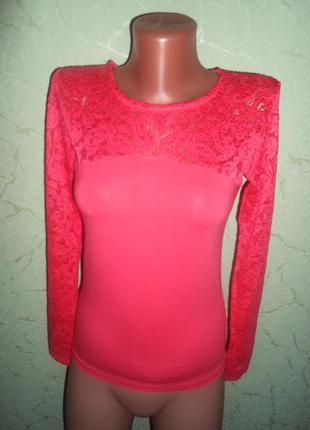 Блуза -гольф  с гипюром ,коралл цвет,универсал