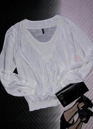 Нежная блуза с кружевной отделкой от b.young