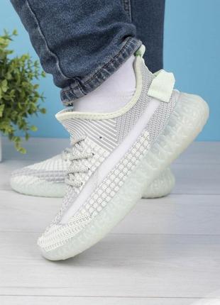 Женские бело-бирюзовые кроссовки на шнуровке
