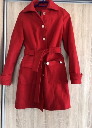 Пальто весняне кашемірове стан ідеал,яскраво червоне,