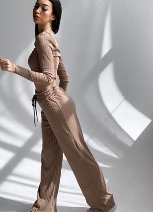 Трендовый костюм в рубчик с кюлотами