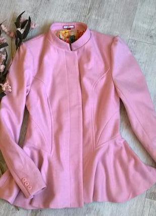 Невероятно нежное и красивое короткое пальто с баской от joe brouns