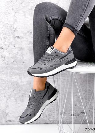 Серые женские кроссовки