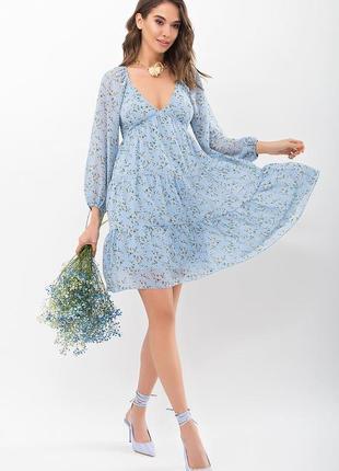 Голубое цветочное летнее женское платье с глубоким декольте и воланами. скидка до 1.04