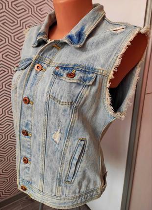 Стильная женская  новая джинсовая жилетка от бренда fb sisters