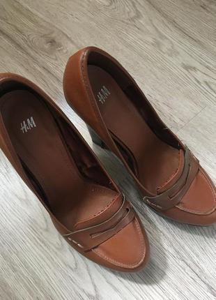 Туфлі на товстому каблуку