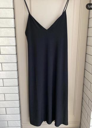 Платье в пижамном стиле.