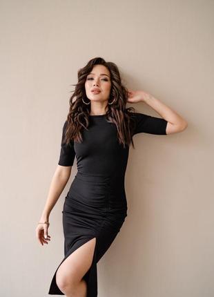 Чёрное платье с разрезом2 фото