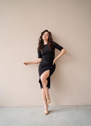 Чёрное платье с разрезом4 фото