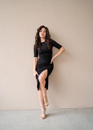 Чёрное платье с разрезом5 фото