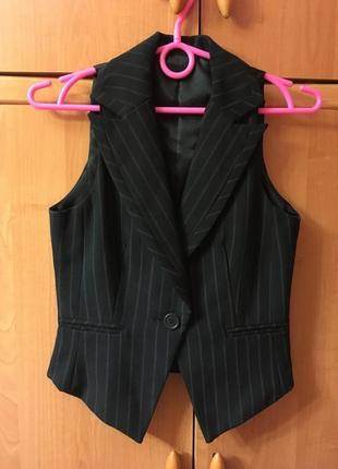 Жилетка костюмная строгая на рубашку new look в полоску