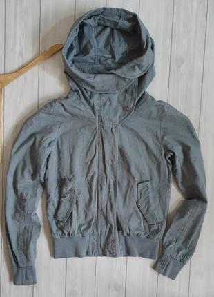 Демисезонная куртка от bench