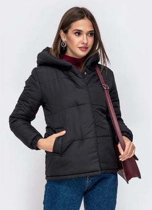 Весенняя куртка чёрная с капюшоном женская