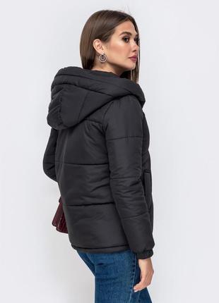 Весенняя куртка чёрная с капюшоном женская2 фото
