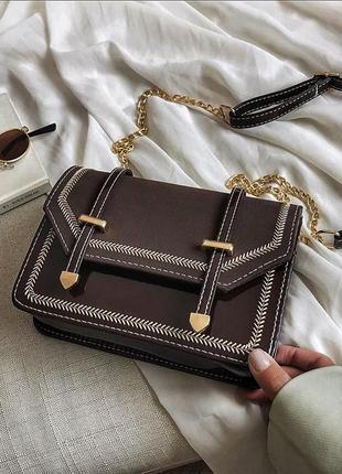 Коричневая сумочка-клатч