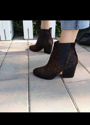Кожаные ботинки из меха пони