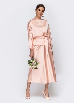 Нежный атласный комплект костюм юбка блузка персикового цвета