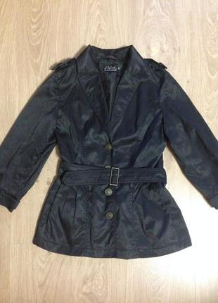 Чёрная ветровка куртка
