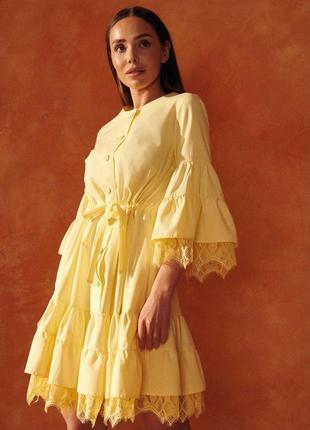 Свободное платье с кружевом