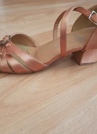 Обувь для бальных танцев