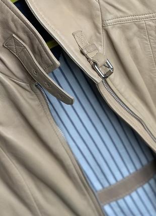 Бежевая светлая кожаная куртка massimo dutti
