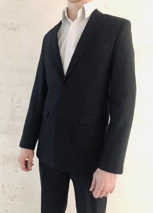 Смокинг (черный костюм)