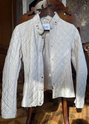 Лёгкая курточка oodji