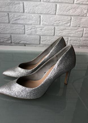 Блестящие туфли лодочки stradivarius металические