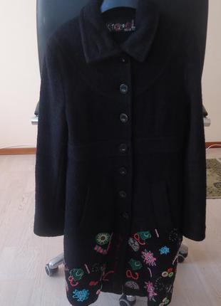 Модное шерстяное ( войлочная шерсть ) пальто desigual